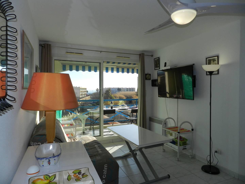 LE LAVANDOU - T2 cabine dans résidence avec piscine. Belles prestations.