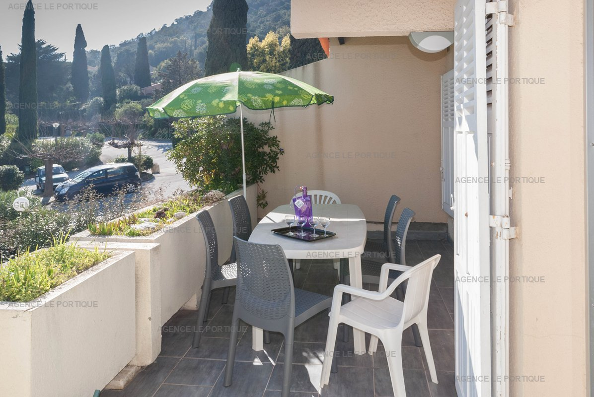 LOCATION APPARTEMENT A Pramousquier, quartier du Lavandou bord de plage, appartement T2  4 couchages.