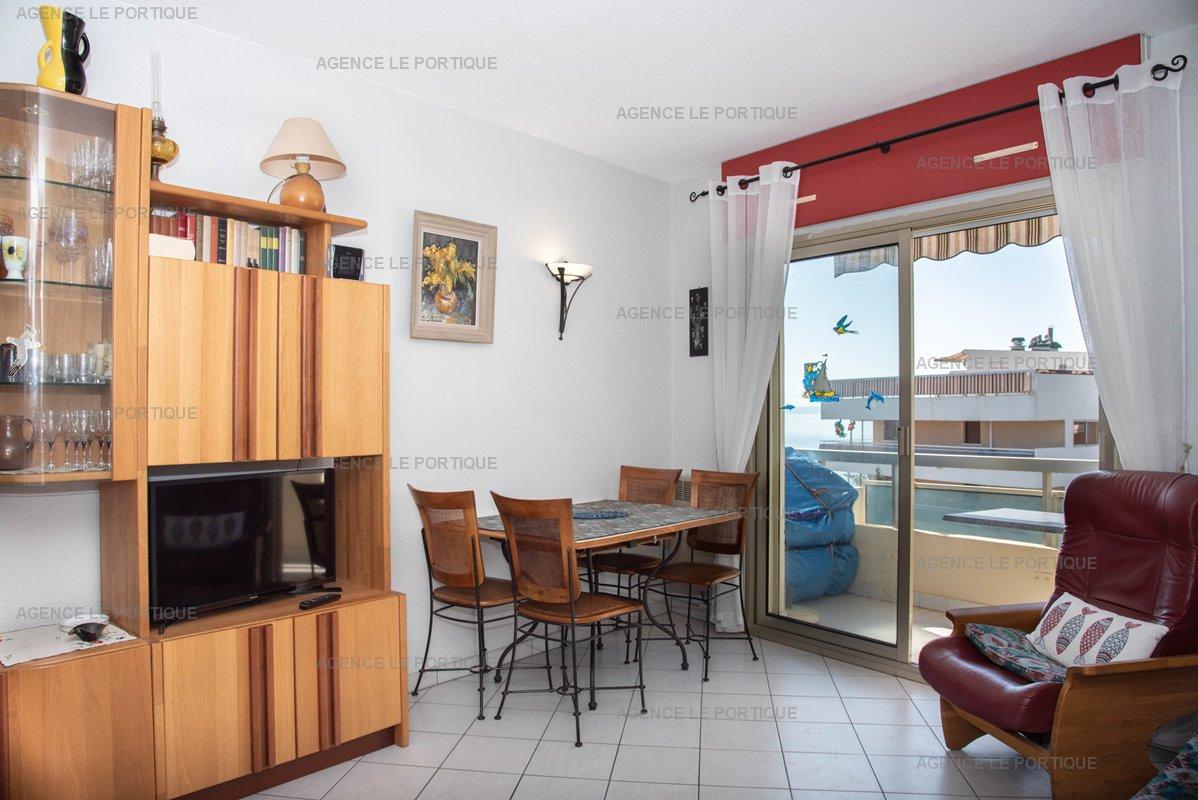 Location appartement le lavandou, résidence LE BEACH à 10 m de la plage  T2 4 personnnes.