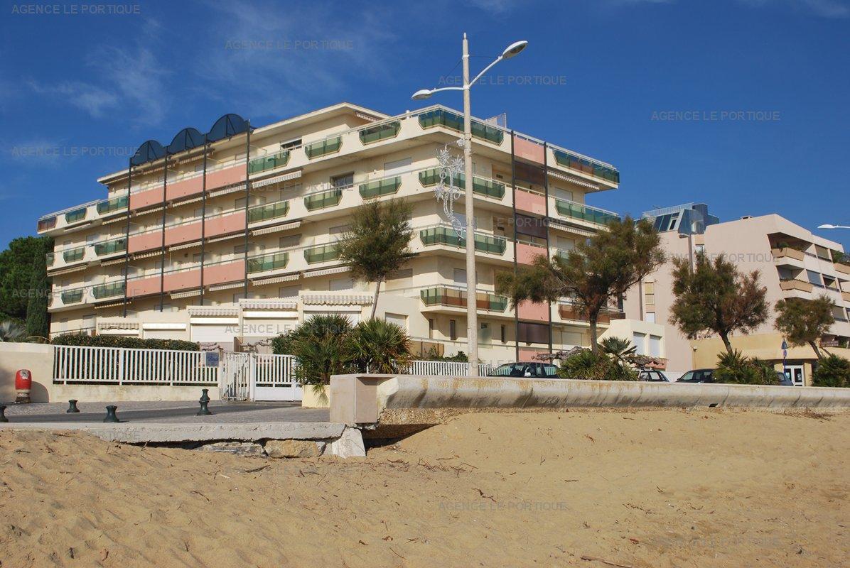 Le  BEACH , situé à 10 m de la plage de sable fin