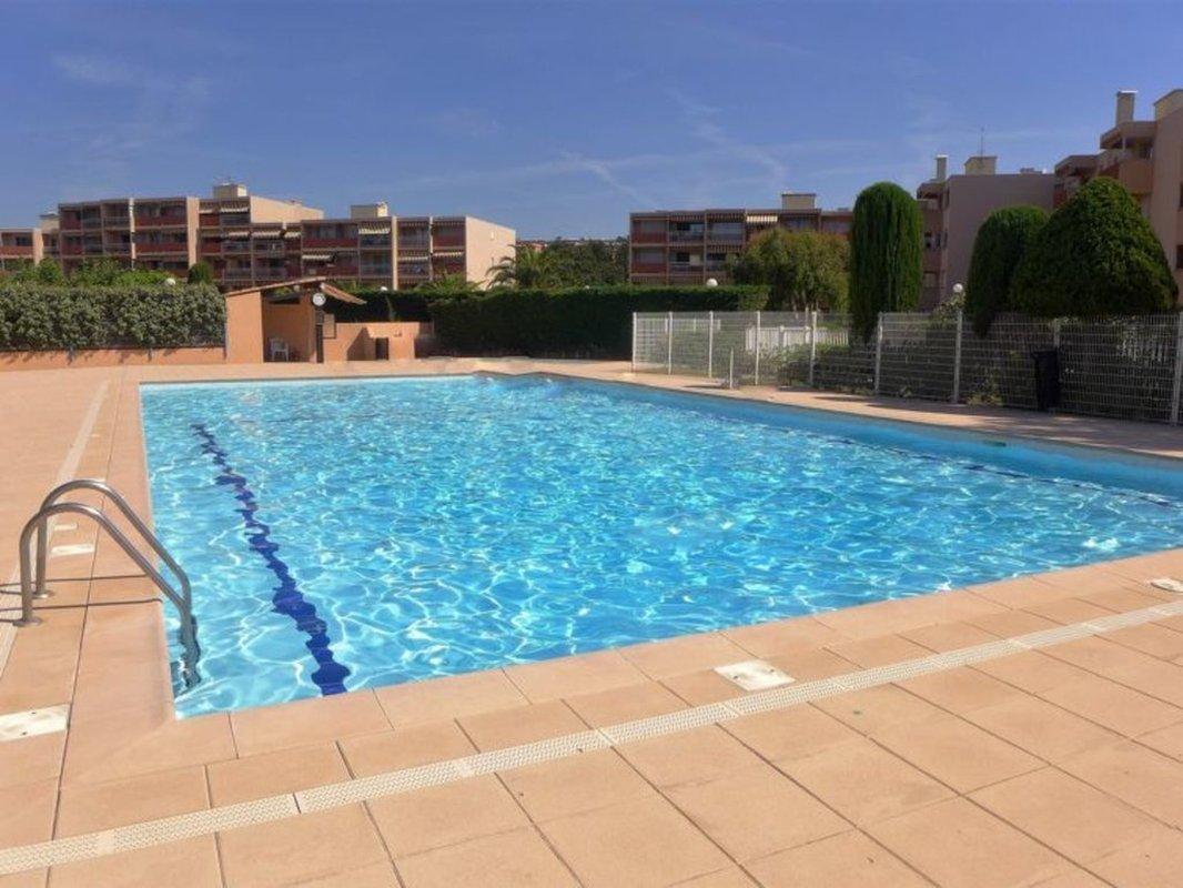 Location Studio Cabine dans résidence avec piscine et proche plage de la Favière.