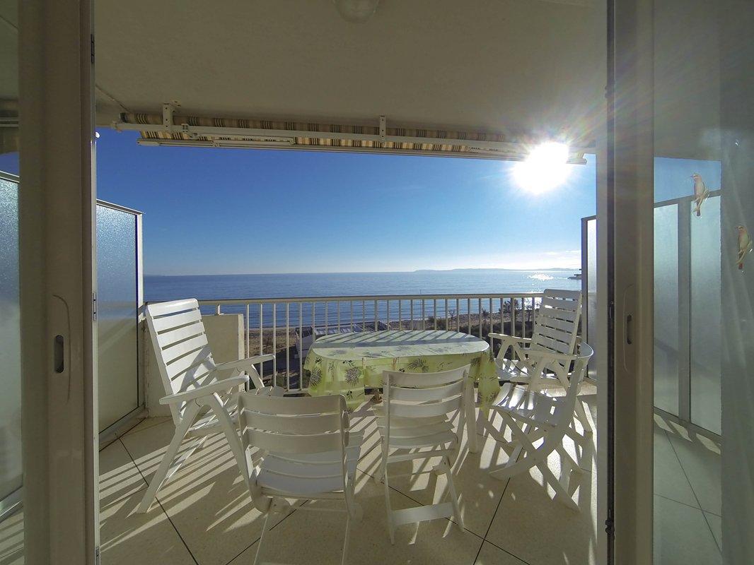 Location appartement face mer sur la plage du lavandou.