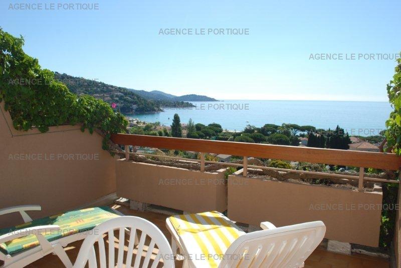 Location appartement Residence calme sur la colline de st clair;   vue magnifique sur la baie de Saint Clair.