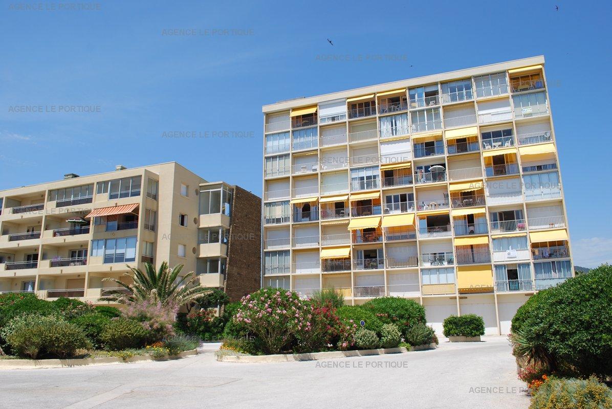 Location appartement Face mer sur la plage du lavandou