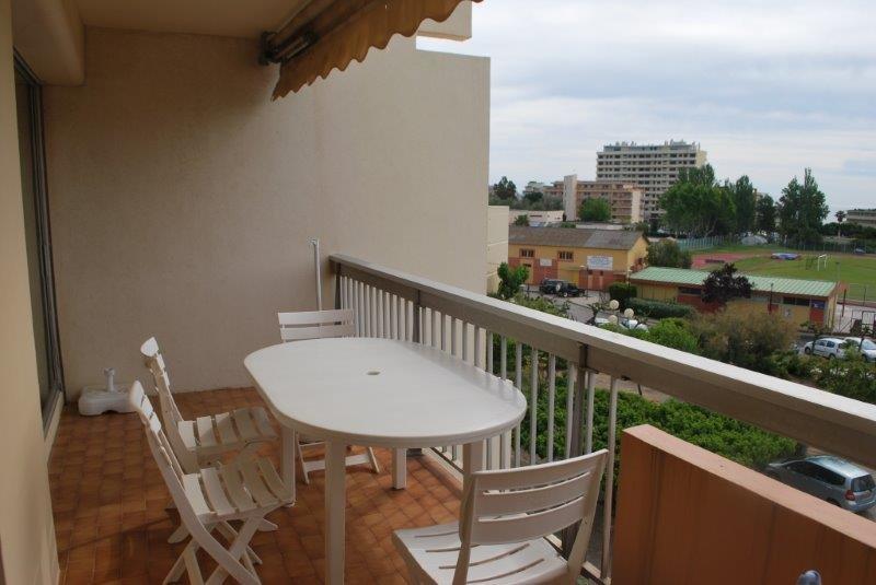Location appartement au Lavandou centre ville, grand 3 pièces proche plage, TV, Parking