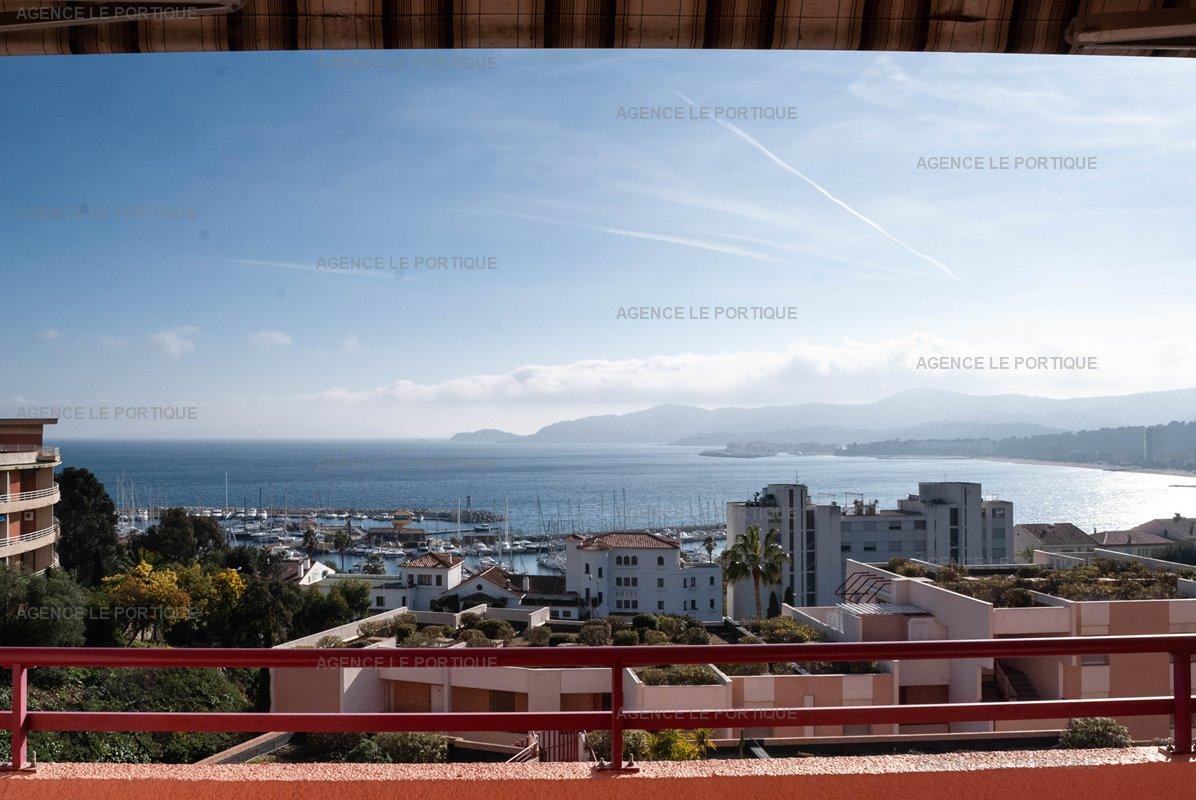 Location appartement Le Lavandou proche centre ville,T3 dans résidence avec piscine.