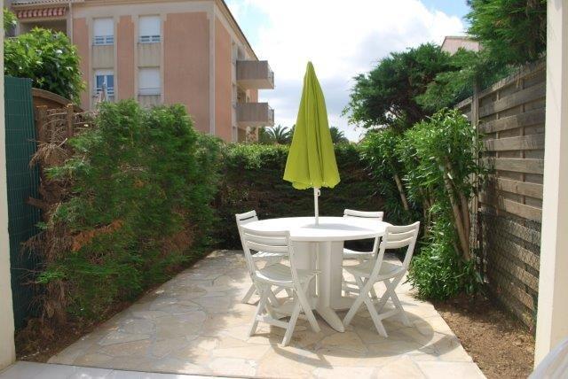 Location appartement dans un Quartier calme du Lavandou, studio cabine  4 couchages.