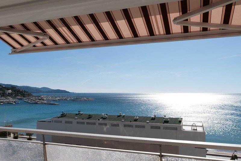 Location appartement 4Pièces FACE MER  - 6 couchages,  à 20m de la plage du lavandou centre.